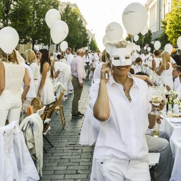 """Prasidėjo registracija į elegantišką pikniką """"Diner en Blanc"""" Vilniuje"""