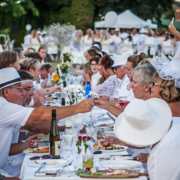 Fifth Anniversary Celebration of Diner en Blanc Okanagan