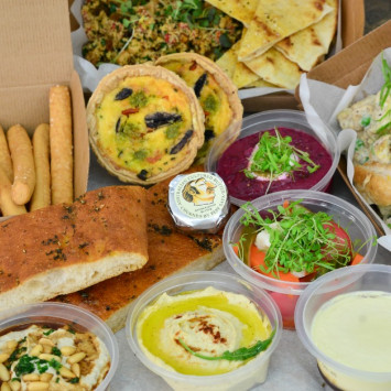Deliciously abundant and ultra convenient - DeB Sydney Gourmet Hampers for 2 from $ 88.00