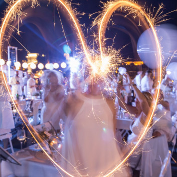GET READY GOLD COAST - DINER EN BLANC IS COMING