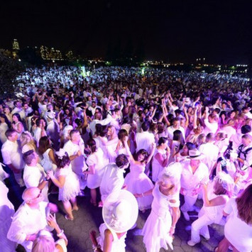 Wall Street Journal: 'Dinner en Blanc' Brightens Battery Park City