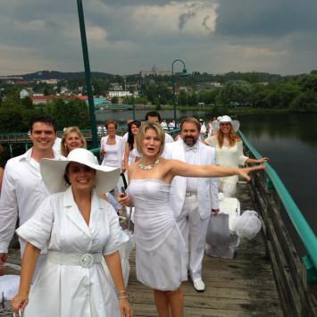 Diner en Blanc accueille plus de 600 invités à Edmundston